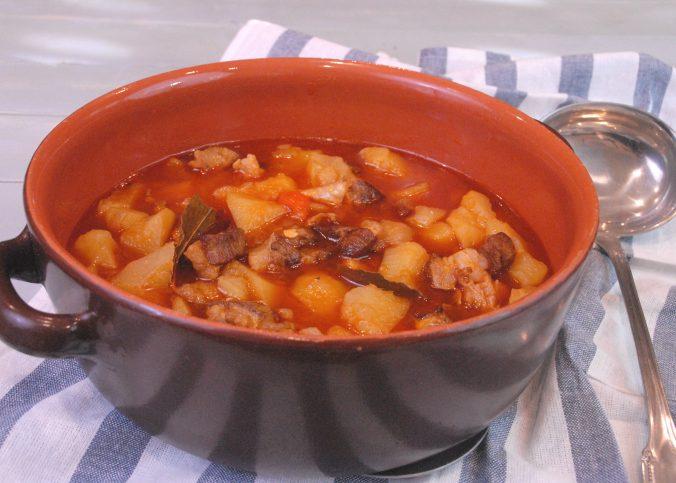 Receta de patatas guisadas con carne
