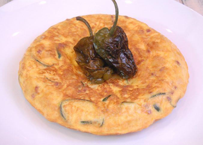 Receta de tortilla de patata con calabacín y jamón