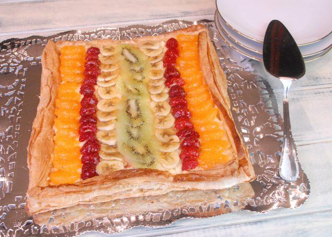 Receta de tarta de hojaldre y frutas con crema pastelera
