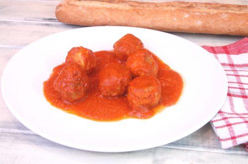 Receta de albóndigas de pollo con salsa de tomate